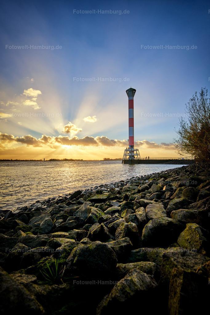11993819 - Abend am Leuchtturm von Blankenese | Blick auf den Leuchtturm von Blankenese bei Sonnenuntergang