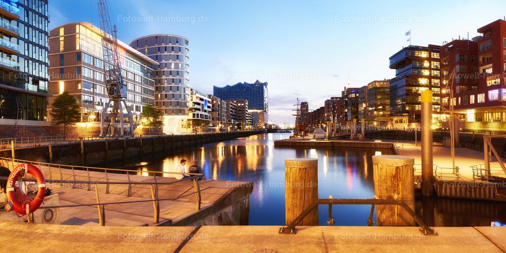 11737992 - Blaue Stunde in der Hafencity