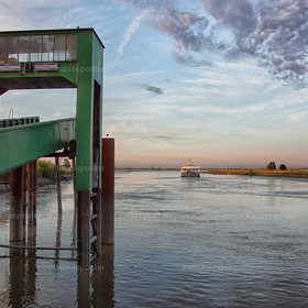 Brücke Elbfähre Wischhafen 3