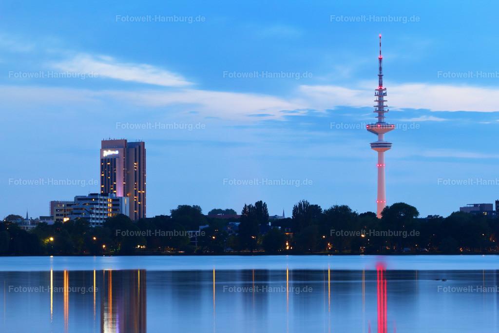 11283176 - Abend an der Alster | Blick über die Aussenalster auf den Fernsehturm und das Radisson Blu Hotel