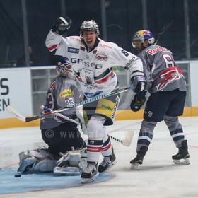 20161230_AF_1DX_9312 | l-r: Nick Petersen #8 (Eisbaeren Berlin) freut sich über sein Tor ,EHC Red Bull Muenchen vs. Eisbaeren Berlin, Eishockey, DEL, 30.12.2016