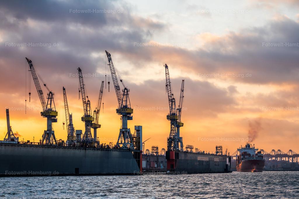 10200206 - Sonnenuntergang hinter den Docks