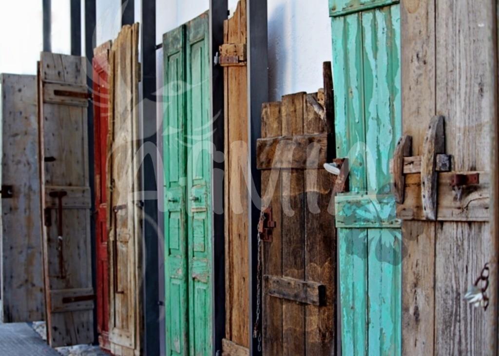 Bild des Monats August 2019   Das Bild zeigt ein Kunstwerk aus Türen auf der schönen Insel Kreta.