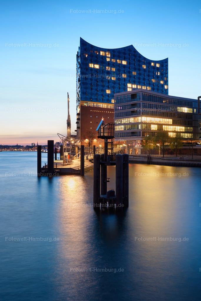 11900433 - Elbphilharmonie und Sandtorhafen | Die Elbphilharmonie Hamburg zur blauen Stunde