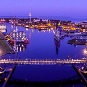 Kaiser-Wilhelm-Brücke zu blauen Stunde - Wilhelmshaven