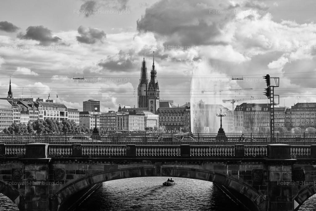11860888 - Lombardsbrücke und Rathaus