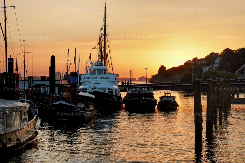 11812772 - Sonnenuntergang im Museumshafen