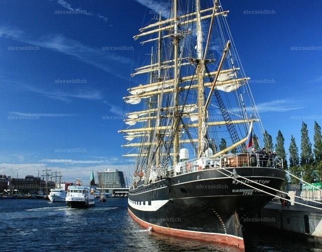 Kieler Woche Windjammer im Hafen