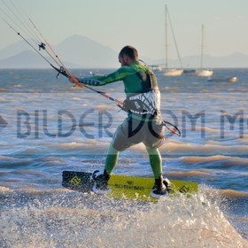 Kitesurfen am Meer | Kite surfer am Mar Menor in Spanien